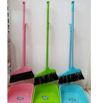 Stand cleaner w\ broom