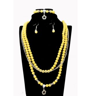 Queen Yellow Pearl Accessory Set